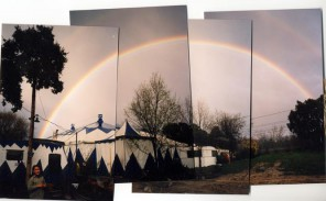 La carpa iluminada por el arco iris